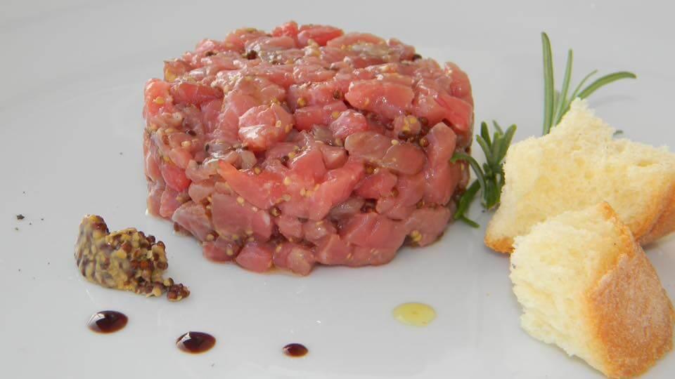 tartare di tonno freschissima ristorante di pesce roma le vele